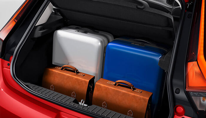 MG 3 bootspace; showing 2 large pieces of luggage and 2 breifcases