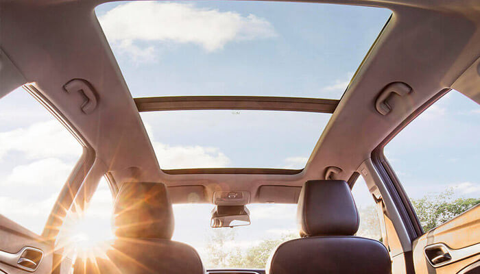 MG ZST panoramic sunroof as seen from a low angle in the rear of the vehicle